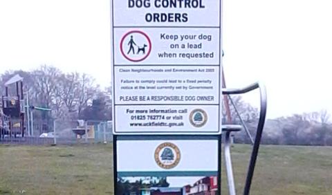 Dog bag dispenser at Ridgewood Recreation Ground