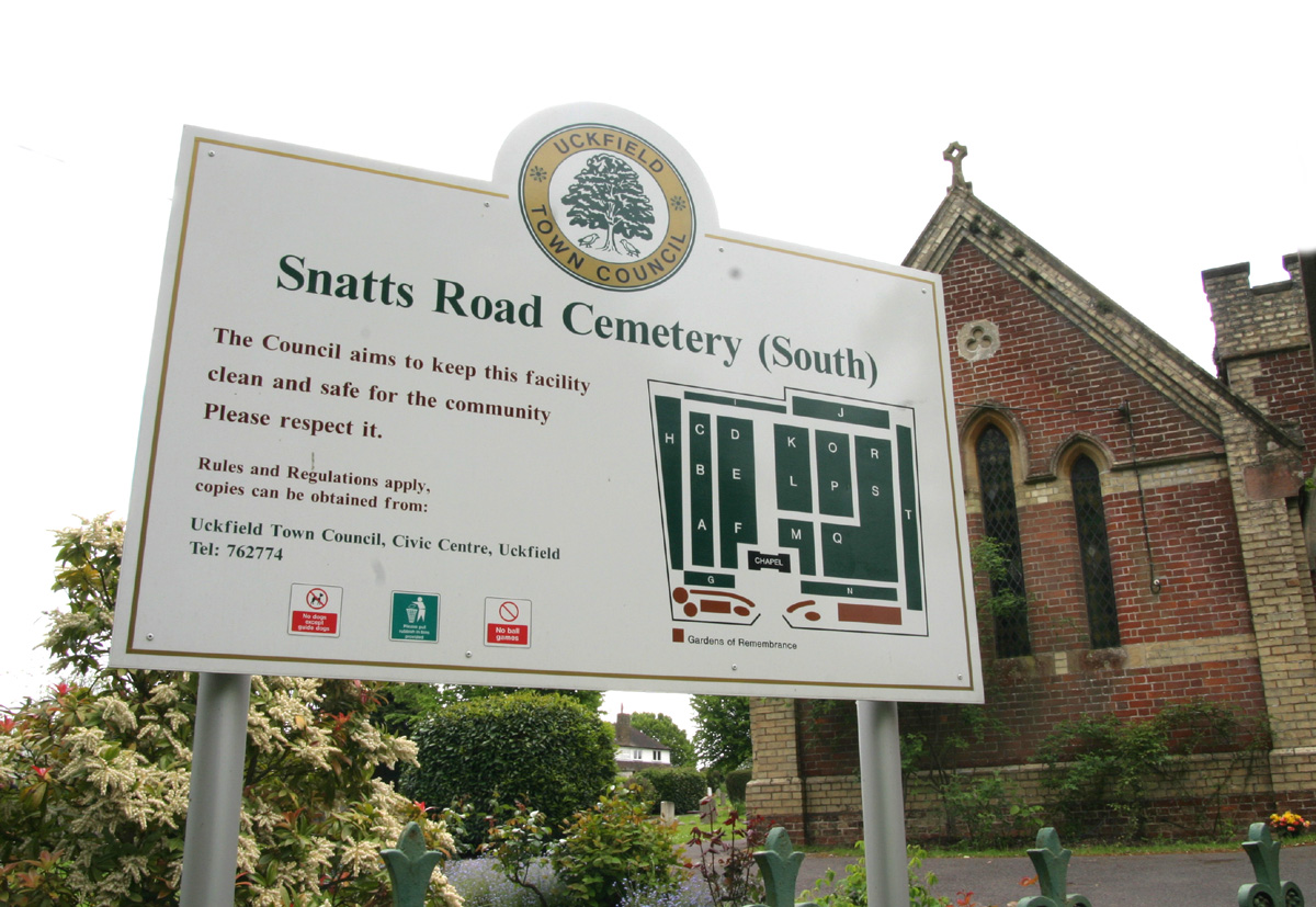 Photo of Snatts Road Cemetery (south) sign